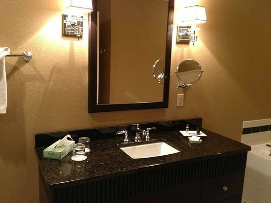 The Clarke Hotel: Beautiful/Spacious Vanity