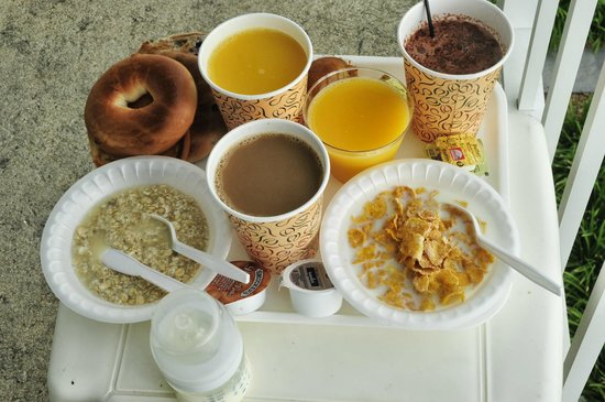 Econo Lodge on the Ocean: Complimentary Breakfast