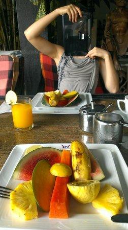 Flower Garden Hotel: завтрак