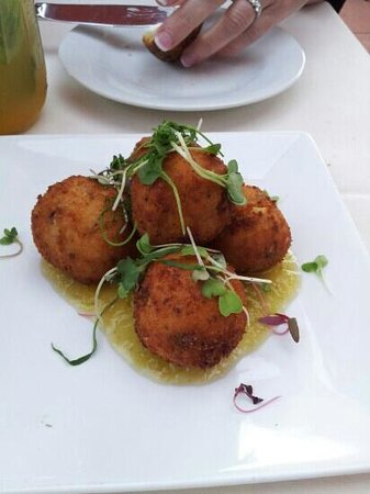 Milton's Cuisine & Cocktails: sweet corn, smoked bacon, grit fritters - amazing!