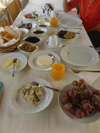 Upper Greek House: a banquet for breakfast