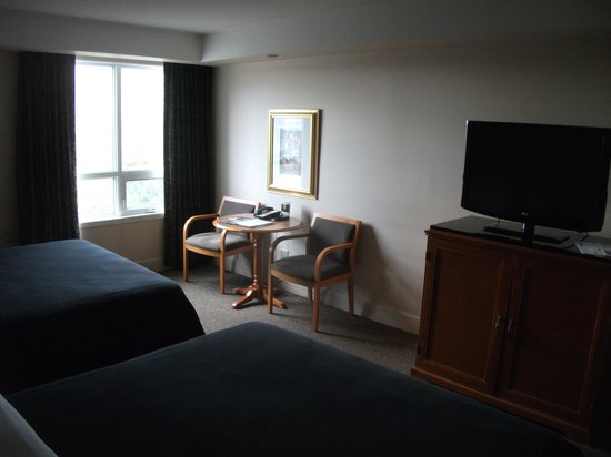 Executive Royal Hotel Calgary: I really missed having a desk as a business traveler