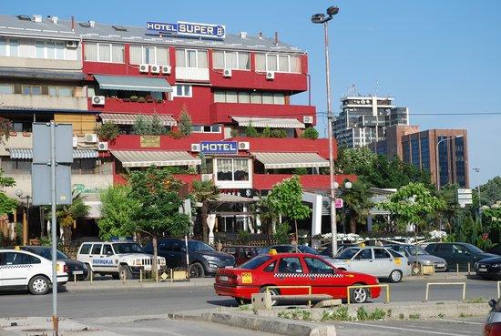 Hotel Super 8: Das Hotel