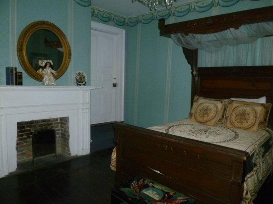 the haunted mirror picture of the myrtles plantation