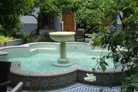 Palais Amani: la fontaine au centre du riad