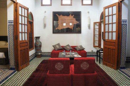 Palais Amani : le salon de la suite mesriah 2