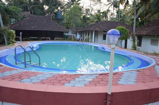 Kayaloram Heritage Lake Resort: Clean Swimming Pool