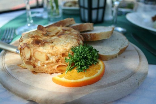 Alpine Haus Restaurant: Fried Brie wedge covered in almond slices
