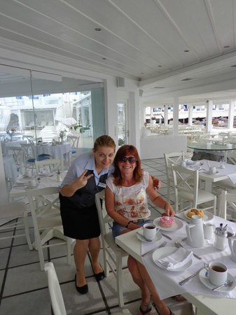 Petinos Beach Hotel: Wonderful Restaurant staff