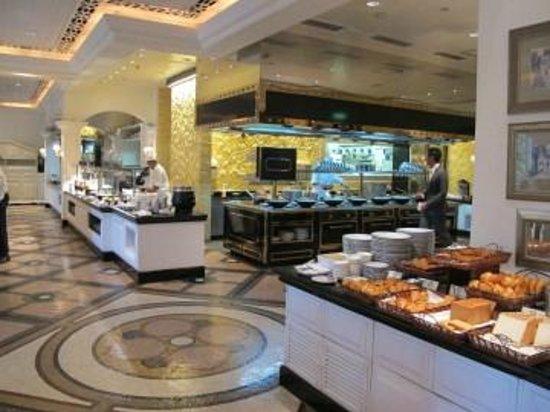 Grand Lapa Macau: Buffet petit-déjeuner au Café Bella Vista