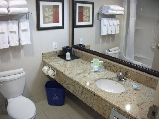 Country Inn & Suites By Carlson, Calgary-Airport, AB: Another hotel with a recycle bin!  Could it be a new trend?