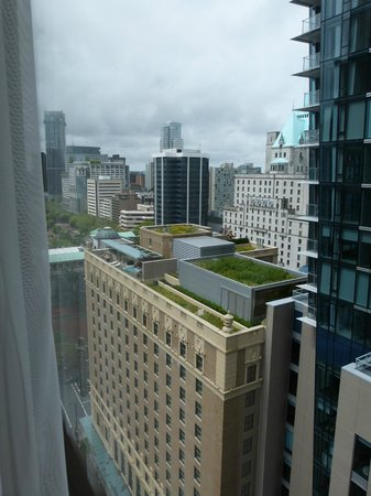Four Seasons Hotel Vancouver: Great View (even on a cloudy day)