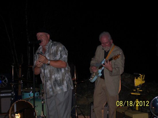 Harris Point Shore Cabins: playing the blues