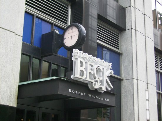 Brasserie Beck: entrance on 11th