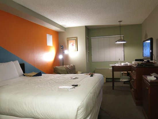 Travelodge Big Bear Lake CA: the bedroom