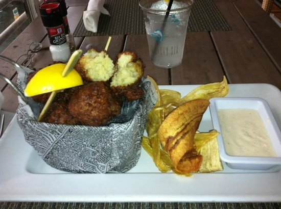 Pelican Landing Restaurant : Conch Fritters