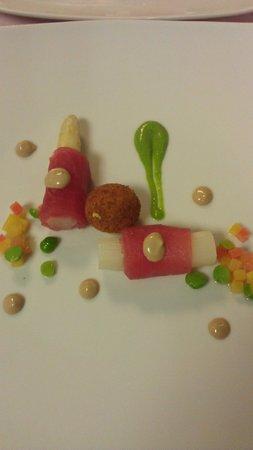 Hotel-Restaurant Alpenblick : Tuna fish with asparagus