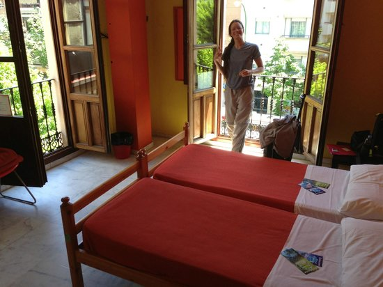 Samay Hostel Sevilla: Twin Private Ensuite Room