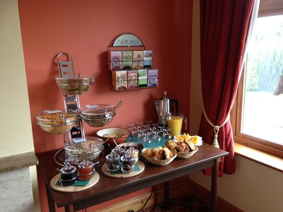 O'Shea's Ceol Na Habhann: Breakfast table