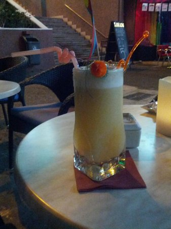 Eiffel Bar: Best Pina Colada in town