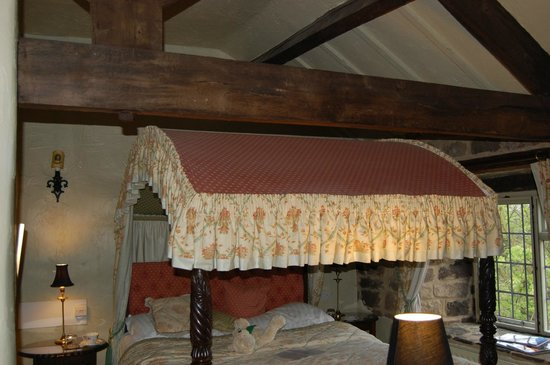 Riber Hall: four poster and beams room 8