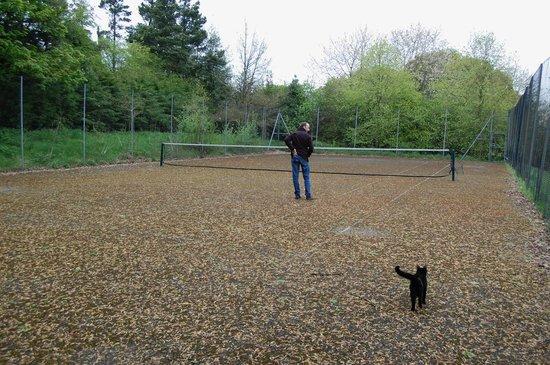 Riber Hall: tennis court