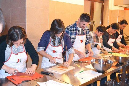 Il taglio foto di i cook you scuola di cucina santa - Scuola di cucina santa maria capua vetere ...
