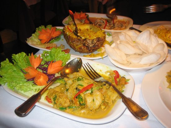 Bangkok Thai Moods: shrimp curry, fried rice, and little puffy things that melt in your mouth