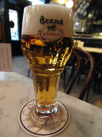 Cafe De Bobbel : A wide range of Brand beers on draught