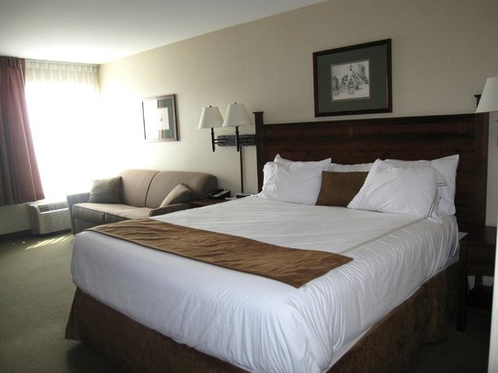 Boothill Inn & Suites: Bedroom-Queen size