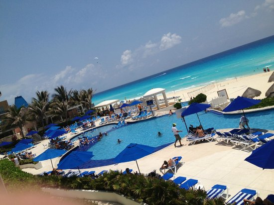Golden Parnassus All Inclusive Resort & Spa Cancun: View from the restaurant.