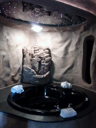 Best Western Designer Inn & Suites : Oversized Hot Tub