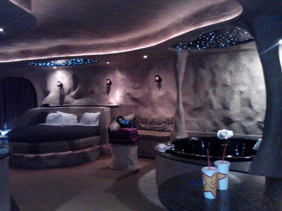 Best Western Designer Inn & Suites: Part of room