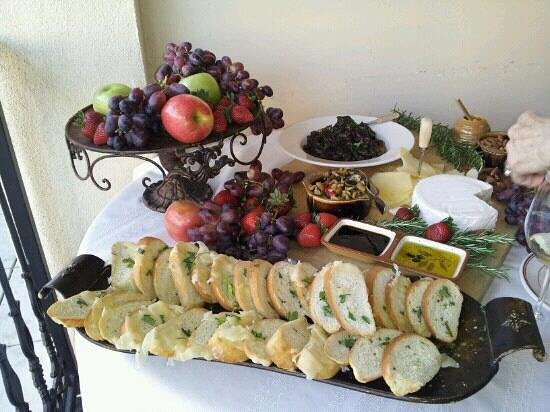 Rabalais Bistro : wine tasting appetizers on the patio