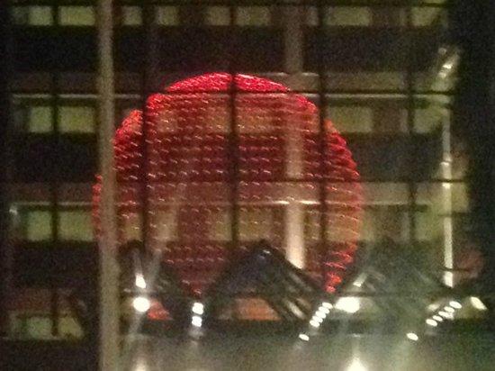 Fletcher Hotel-Restaurant Leidschendam-Den Haag : Interesting foyer chandelier, very visible from the street