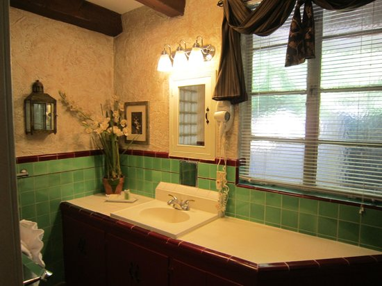Villa Royale Inn: Bathroom