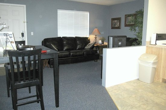 Rodeway Inn and Suites: Living room