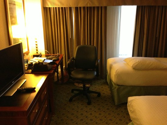 DoubleTree Suites by Hilton Boston-Cambridge: Bedroom