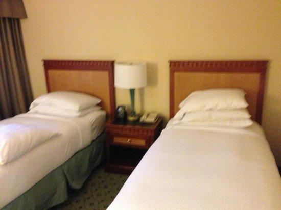 DoubleTree Suites by Hilton Boston-Cambridge : Bedroom