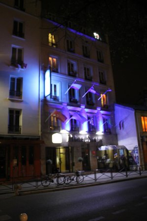 Hotel Eiffel Segur: Front of the hotel