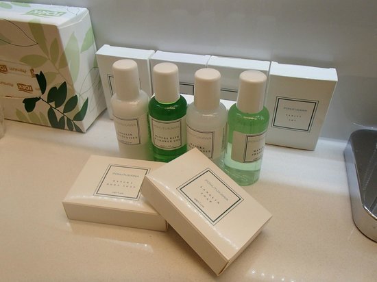Commodore Airport Hotel, Christchurch: Quality range of toiletries provided in new Business Suites