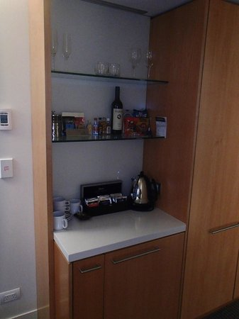 Commodore Airport Hotel, Christchurch: Coffee & Tea facilities, with mini fridge in cupboard below in new Business Suites