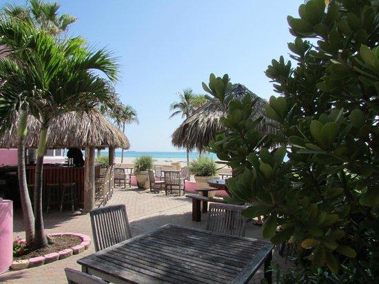 WalkAbout Beach Resort: tiki