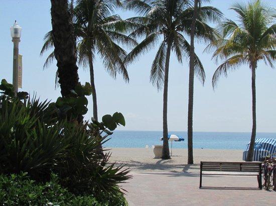 WalkAbout Beach Resort : location, location,location