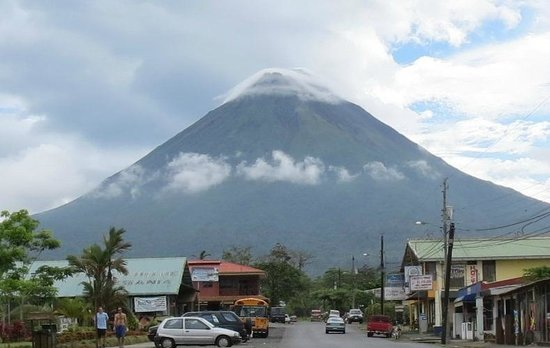 San Bosco Inn: Volcan Arenal from Hotel San Bosco, check out the clouds on the summit