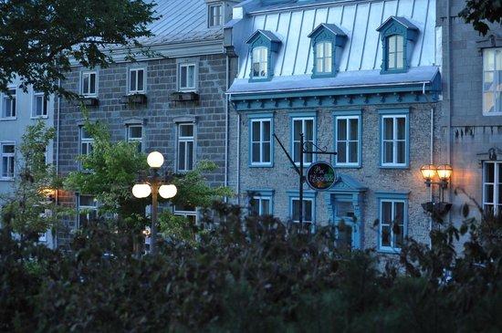 Le Manoir d'Auteuil: Front street view of Manoir d'Auteuil