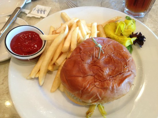 Table 34: Pulled pork sandwich with fries (lunch menu)