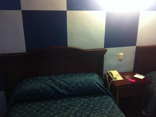 Plaza Colonial Hotel Campeche : dos camas queen size