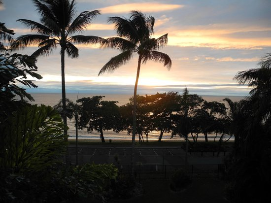 Roydon Beachfront Apartments: our last sunrise