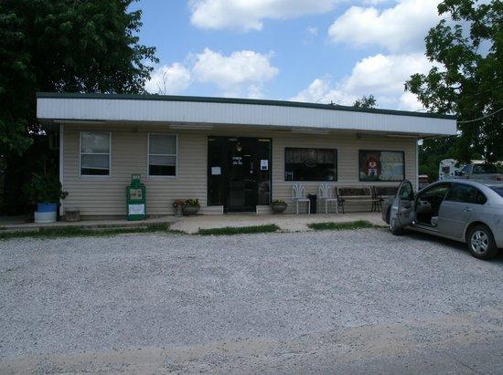 Linda's Diner: front left
